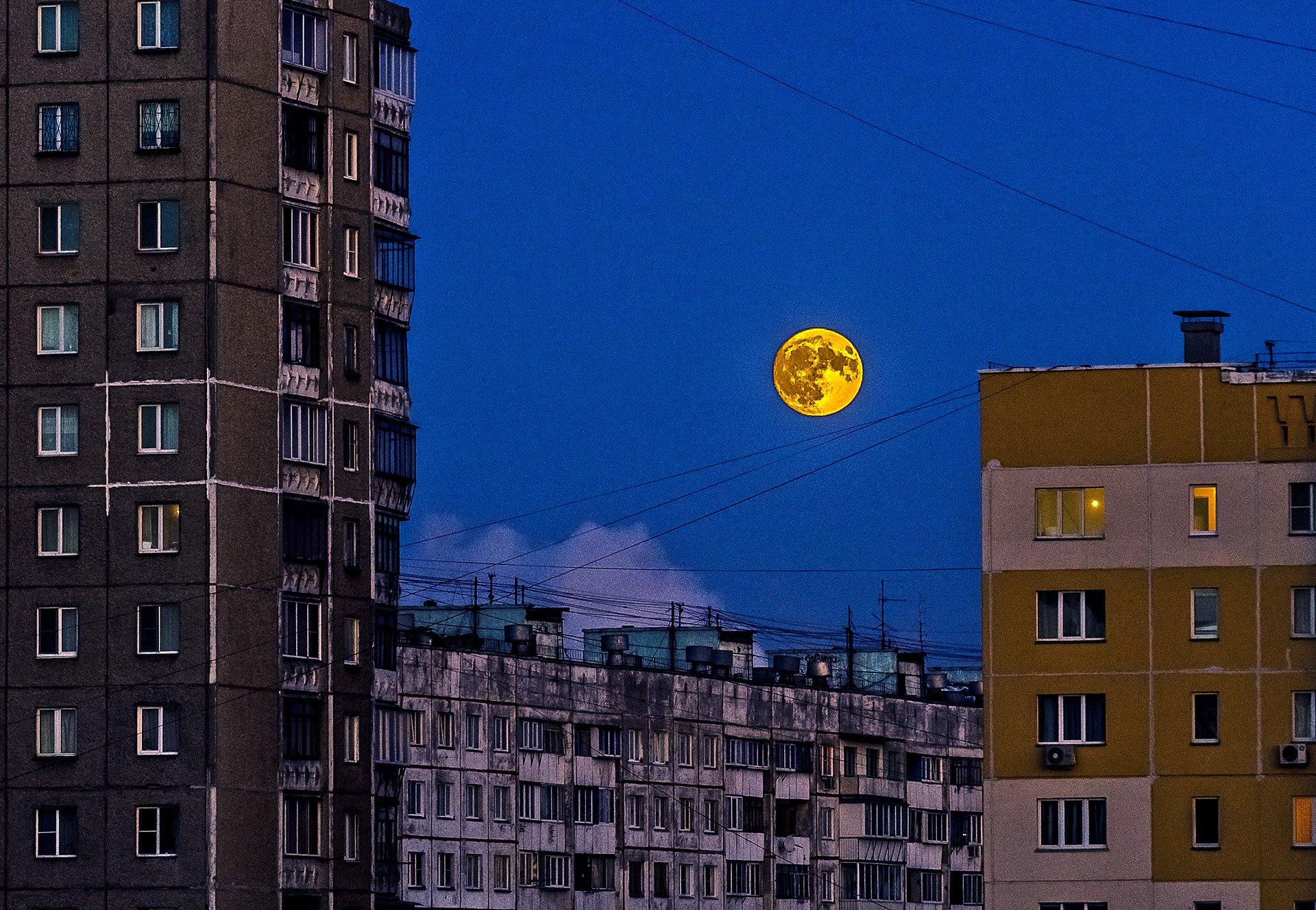 Луна, как ржавый таз