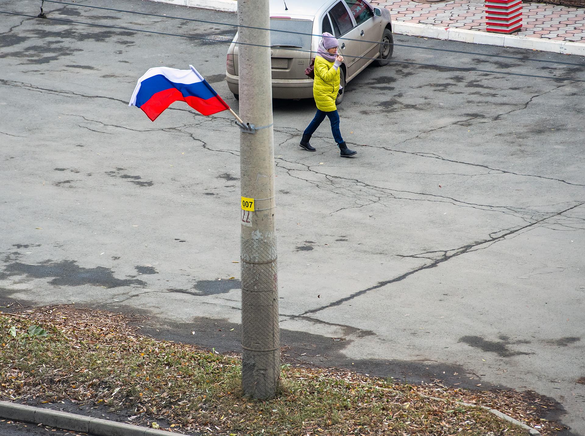 Вьются флаги у ворот